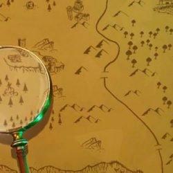 Найдите место, где находится лупа на экране загрузки «Карты сокровищ» 7